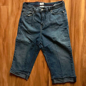 Levis Perfectly Slimming 512 Capri Pants Blue Wome